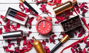 100 Years of beauty trends in just 1 minute