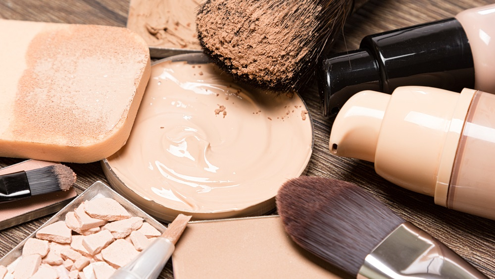 Secrets to Flawless Makeup: 5 Best Foundation Brushes & Sponges