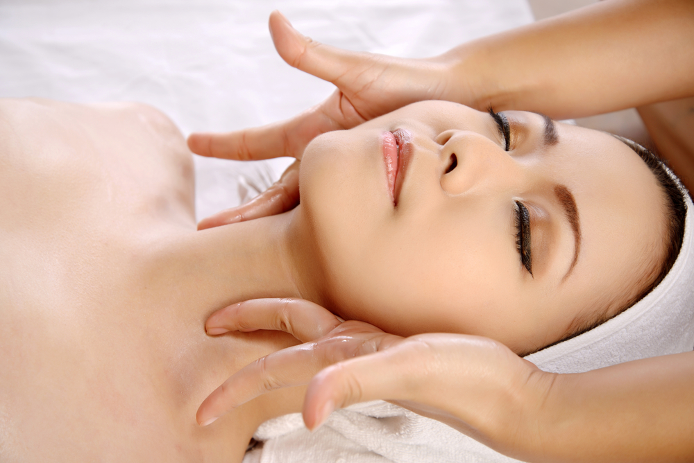 East Meets West Skill for a Great Facial Treatment in Orchard!