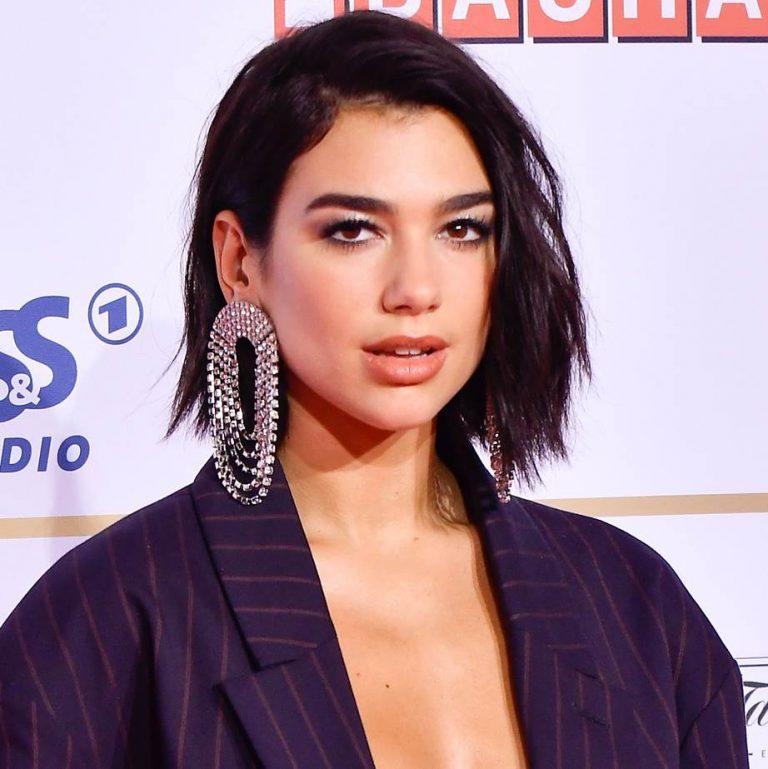singer celebrity short haircut for women