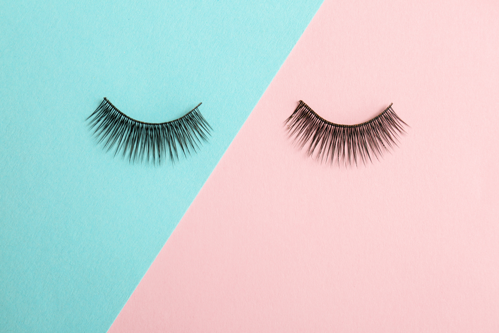 9 Hacks For Fake Eyelashes That Make Them So Much Easier To Use
