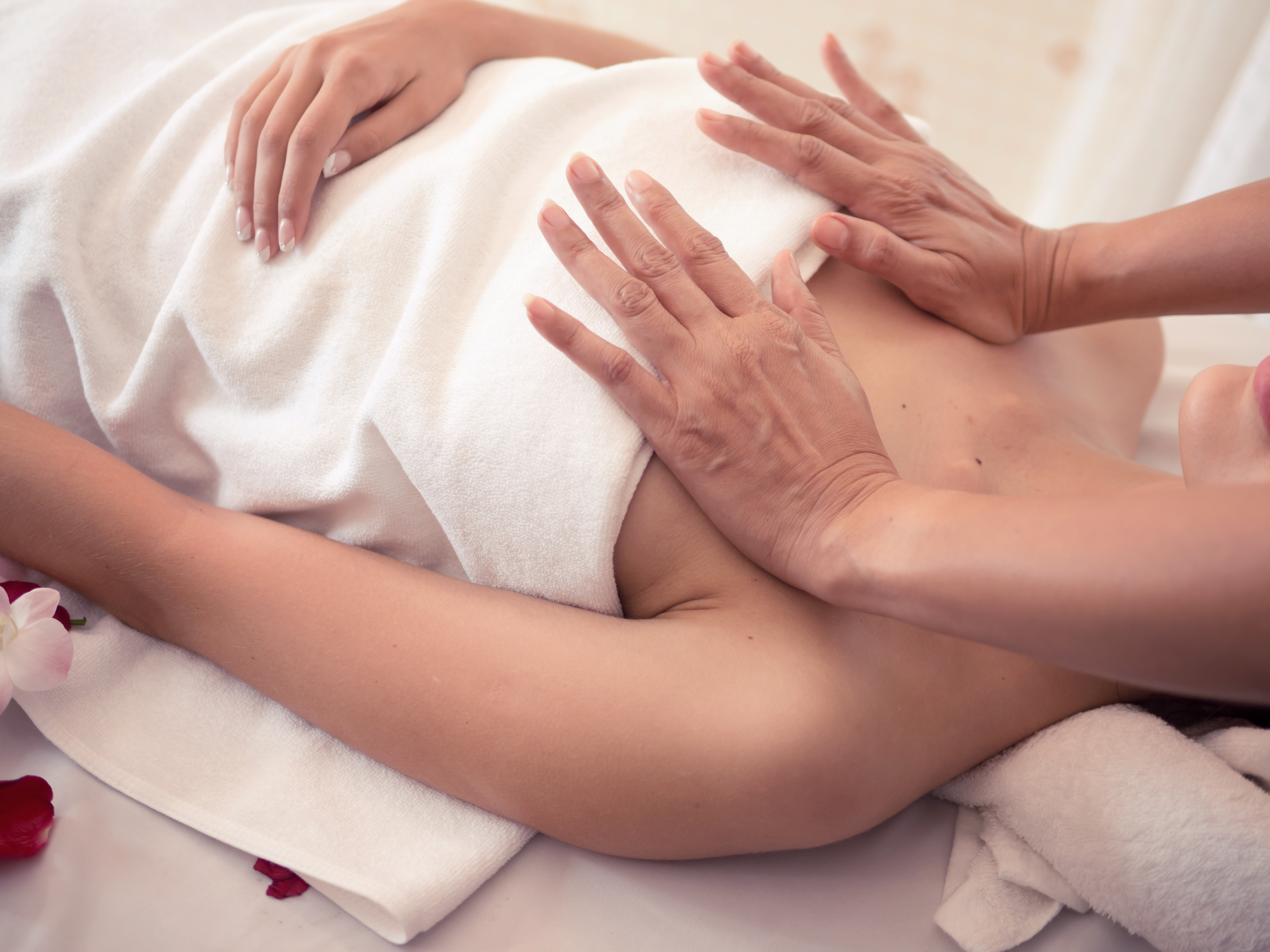 массаж для груди женщина вызывать
