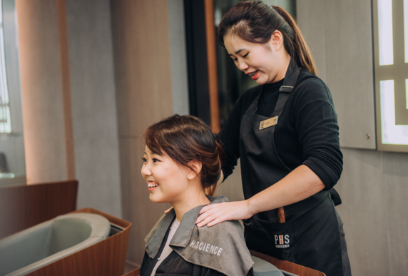woman-enjoy-massage-at-phs-hairscience-outlet