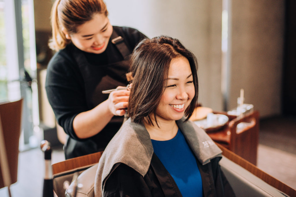 lady receiving a hair loss treatment at phs hairscience